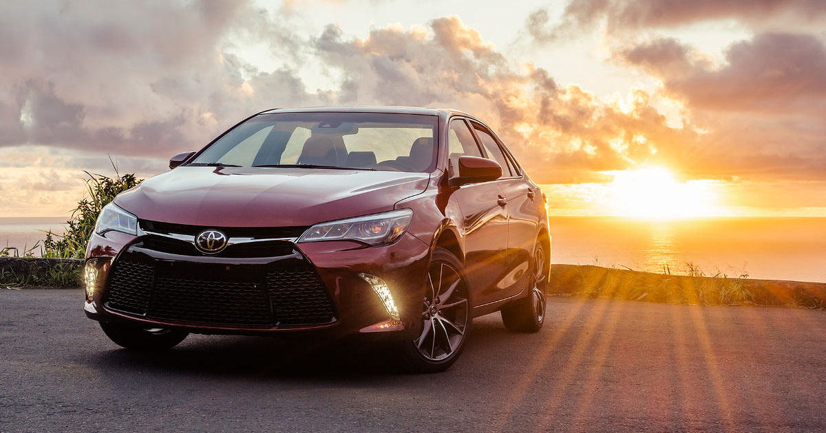 the 2017 toyota camry the difference between the xle and the xse. Black Bedroom Furniture Sets. Home Design Ideas